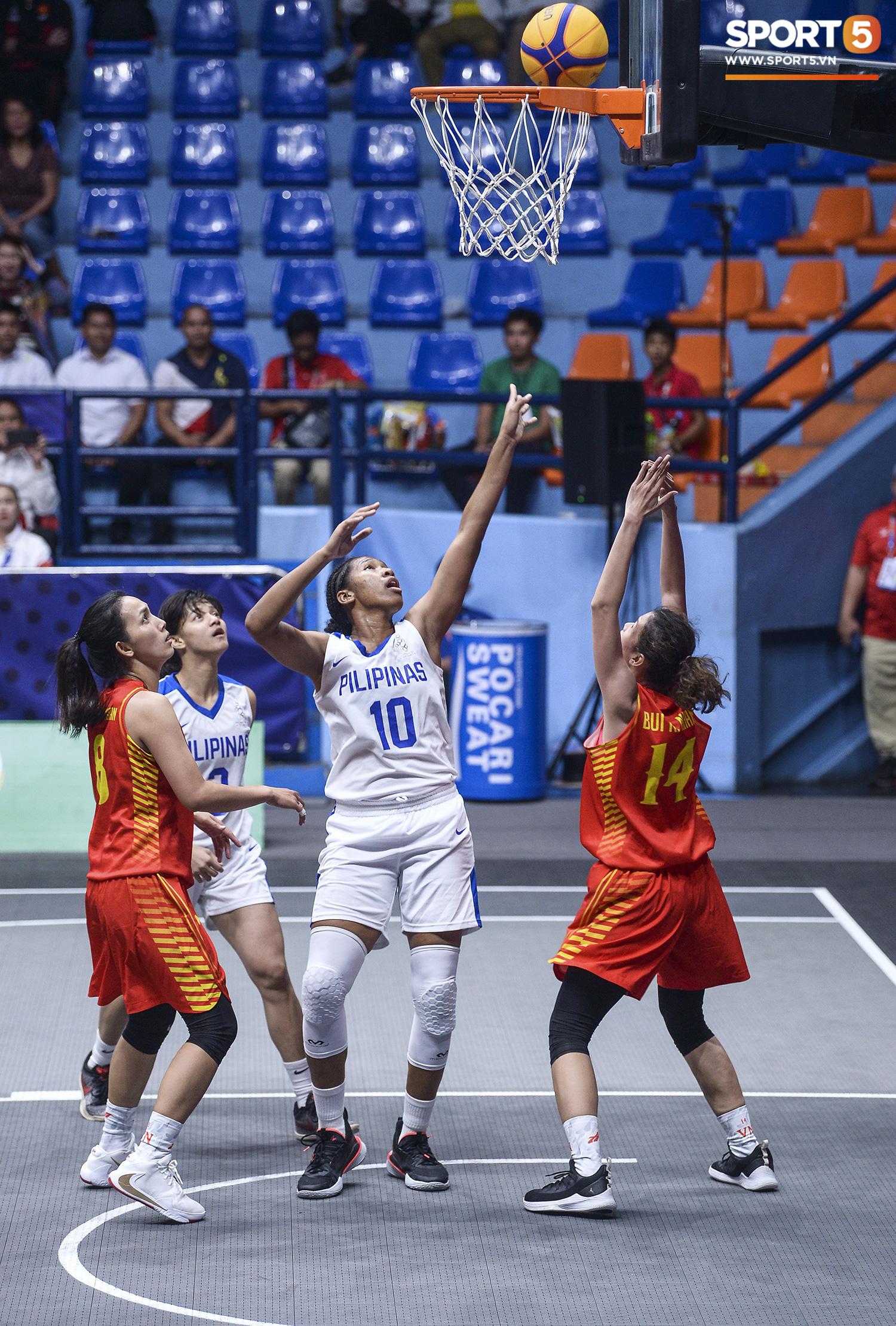 Nỗ lực hết mình nhưng vẫn không thể tạo nên bất ngờ trước Philippines, đội tuyển nữ Việt Nam vẫn còn cơ hội cạnh tranh huy chương đồng tại SEA Games 30 - Ảnh 1.