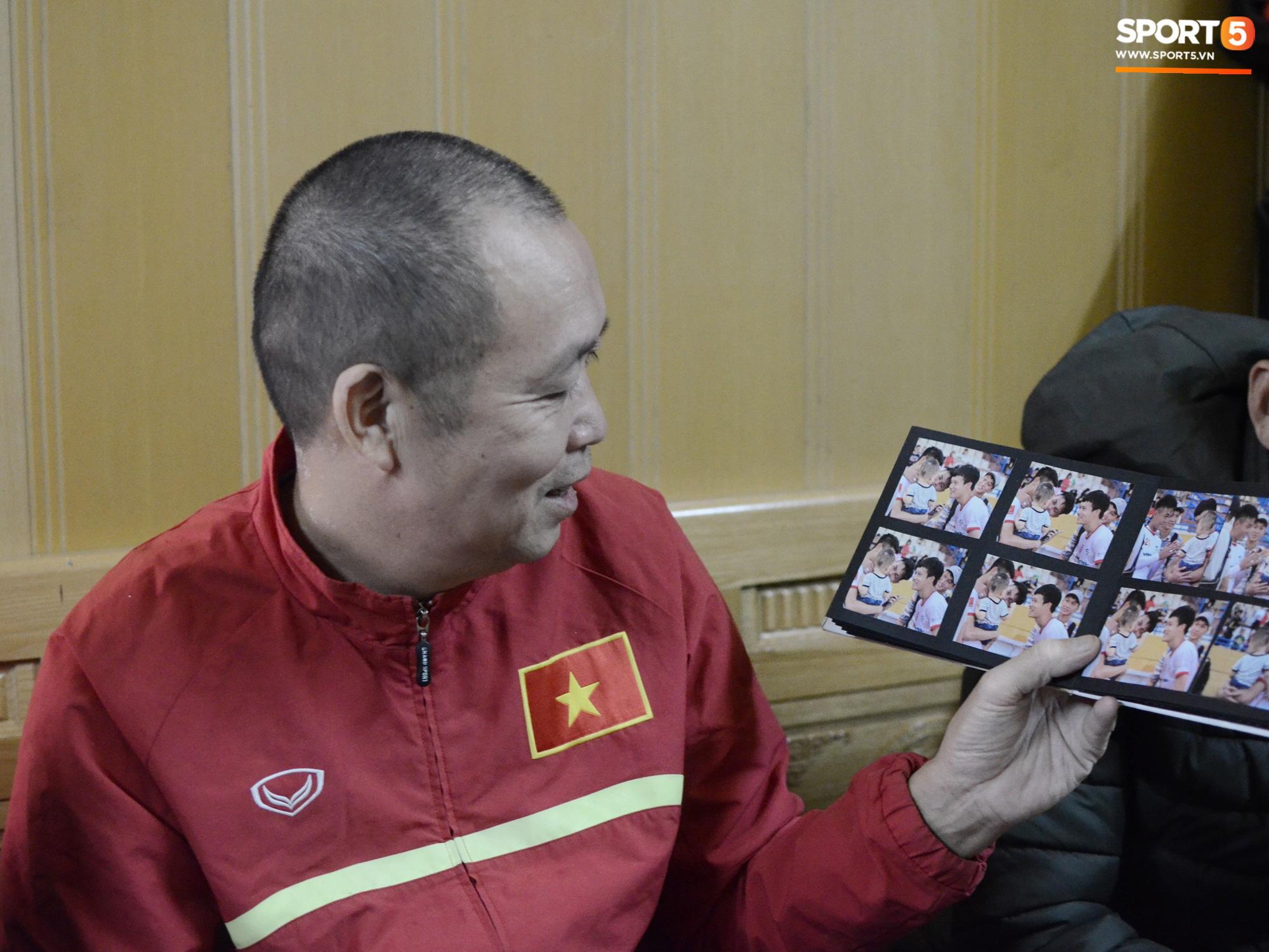 Về thăm nhà người hùng U22 Việt Nam, Nguyễn Hoàng Đức: Tràn ngập kỷ vật World Cup và những bức ảnh thời trẻ trâu hết sức dễ thương - Ảnh 14.