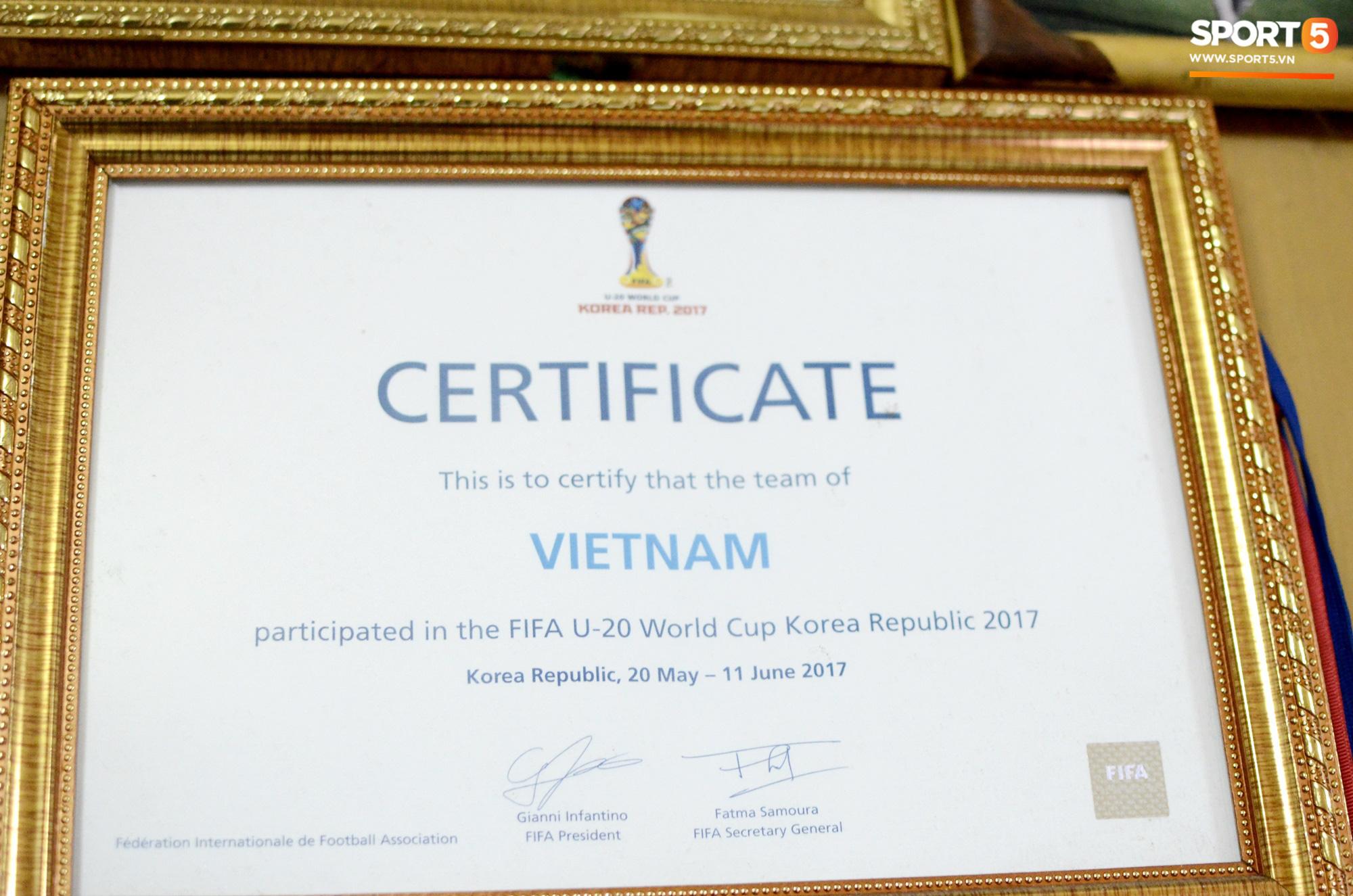 Về thăm nhà người hùng U22 Việt Nam, Nguyễn Hoàng Đức: Tràn ngập kỷ vật World Cup và những bức ảnh thời trẻ trâu hết sức dễ thương - Ảnh 6.