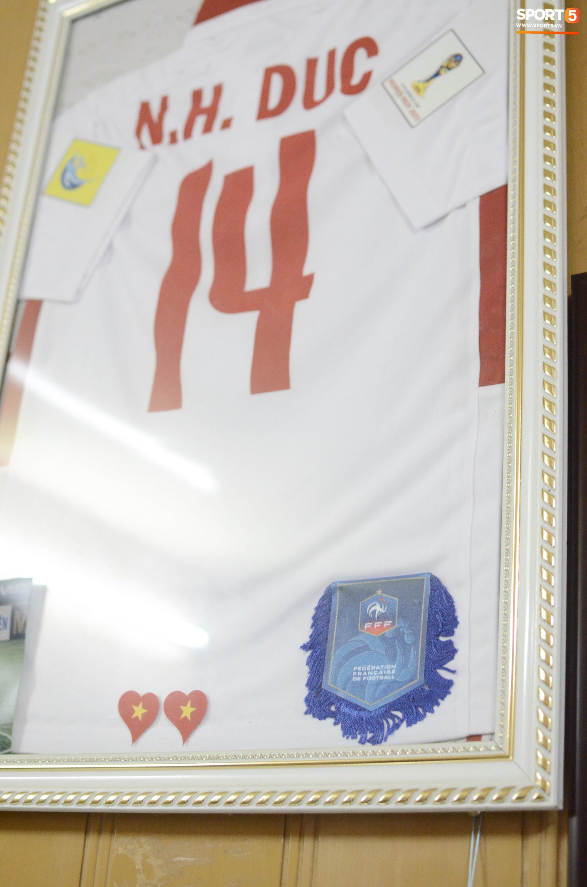 Về thăm nhà người hùng U22 Việt Nam, Nguyễn Hoàng Đức: Tràn ngập kỷ vật World Cup và những bức ảnh thời trẻ trâu hết sức dễ thương - Ảnh 4.