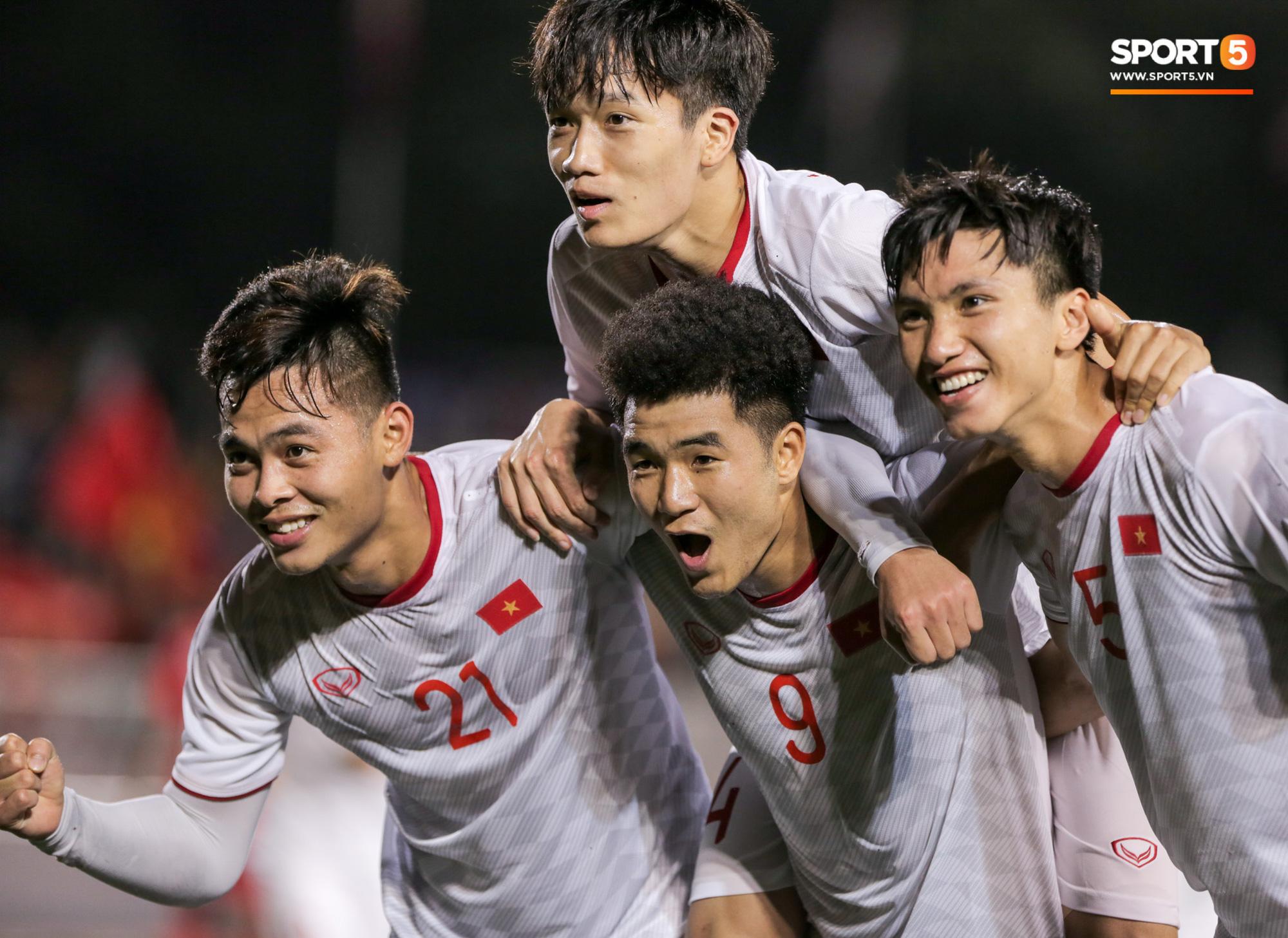Khoảnh khắc không có trên tivi: HLV Park Hang-seo tung ánh mắt hình viên đạn về phía trọng tài chính sau trận thắng của Việt Nam - Ảnh 8.