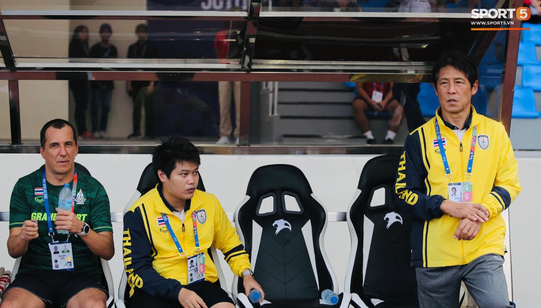 HLV Nishino ngậm ngùi sau trận thua: Bóng đá Thái Lan cần học hỏi Việt Nam - Ảnh 2.
