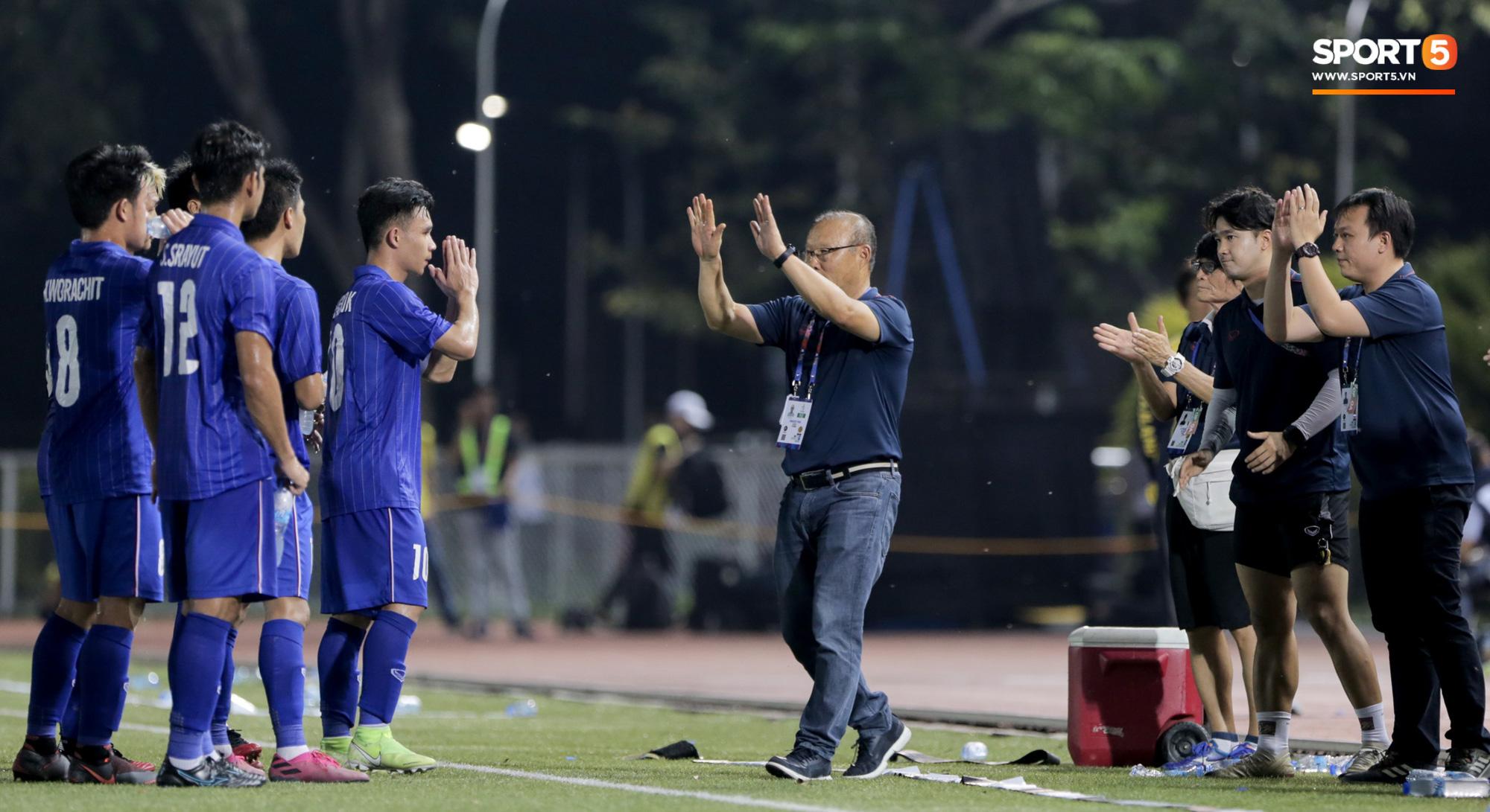 HLV U22 Thái Lan chủ động sang bắt tay thầy Park, hẹn phân thắng bại ở trận tiếp theo sau 3 lần toàn hoà - Ảnh 9.