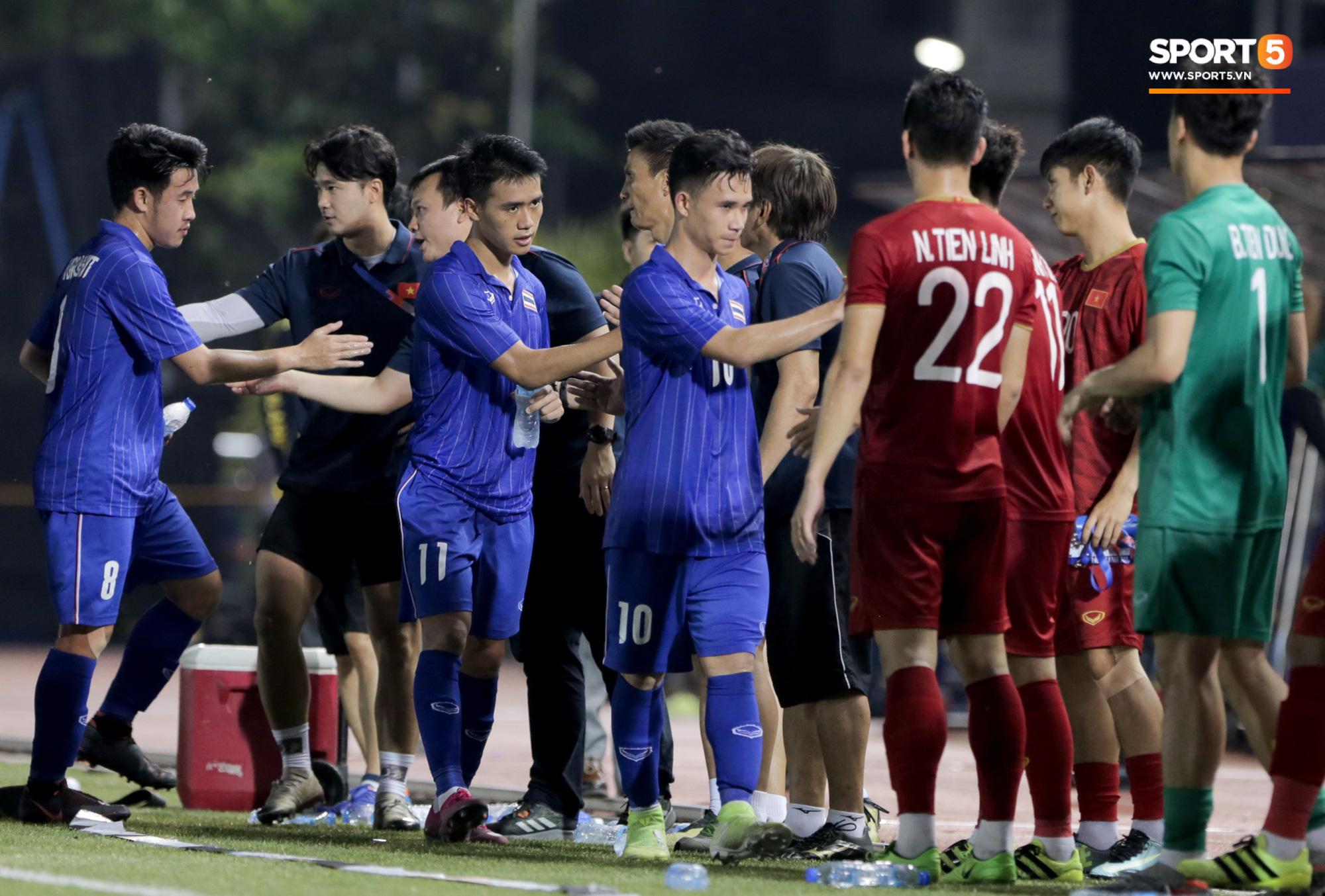 HLV U22 Thái Lan chủ động sang bắt tay thầy Park, hẹn phân thắng bại ở trận tiếp theo sau 3 lần toàn hoà - Ảnh 11.