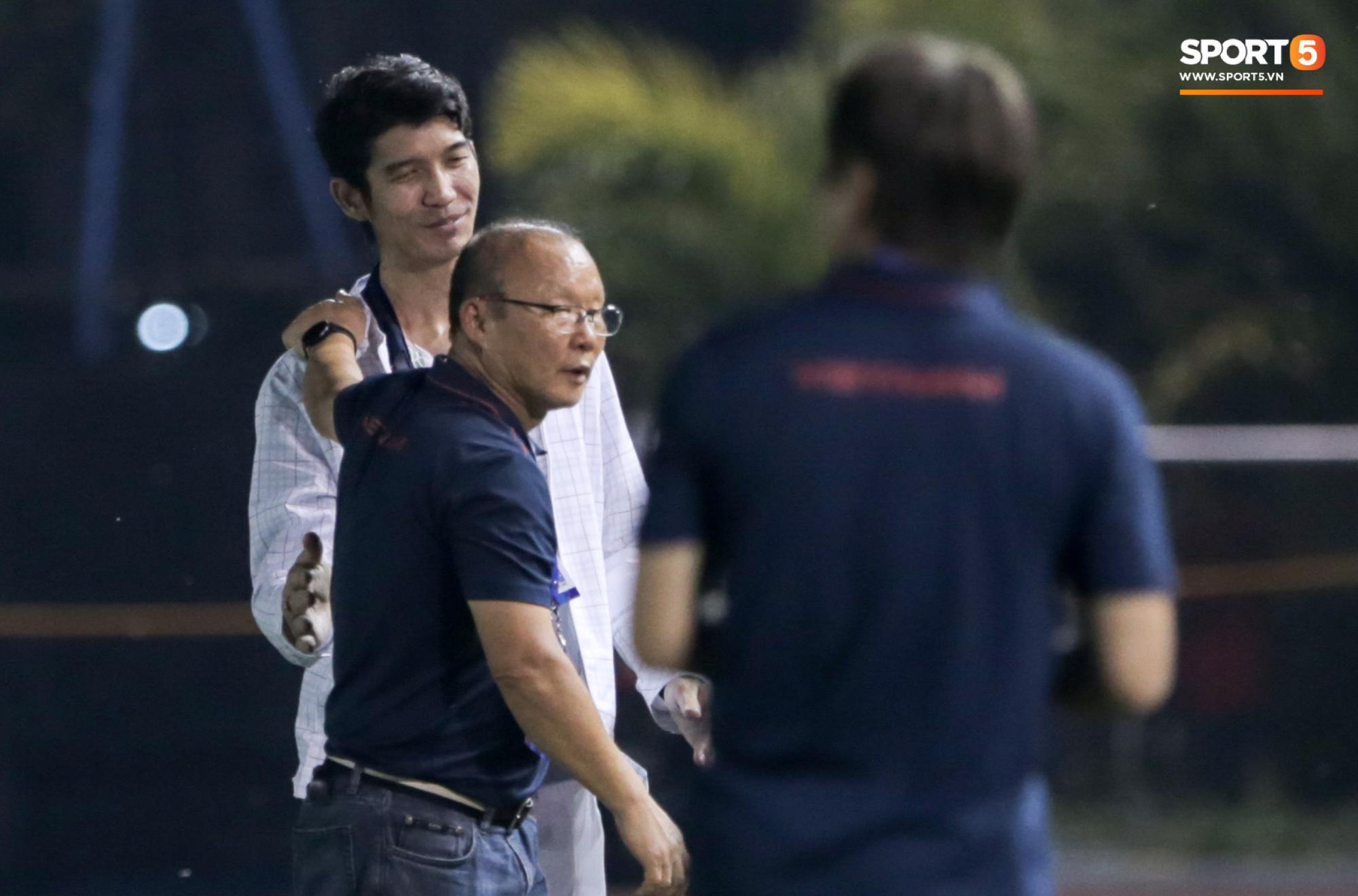 HLV U22 Thái Lan chủ động sang bắt tay thầy Park, hẹn phân thắng bại ở trận tiếp theo sau 3 lần toàn hoà - Ảnh 3.