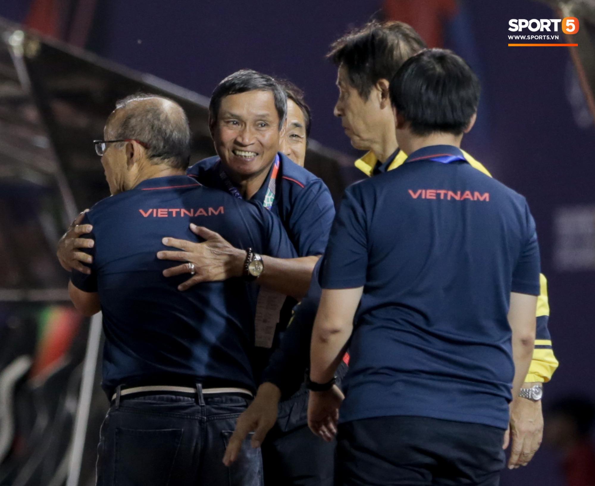 HLV U22 Thái Lan chủ động sang bắt tay thầy Park, hẹn phân thắng bại ở trận tiếp theo sau 3 lần toàn hoà - Ảnh 6.