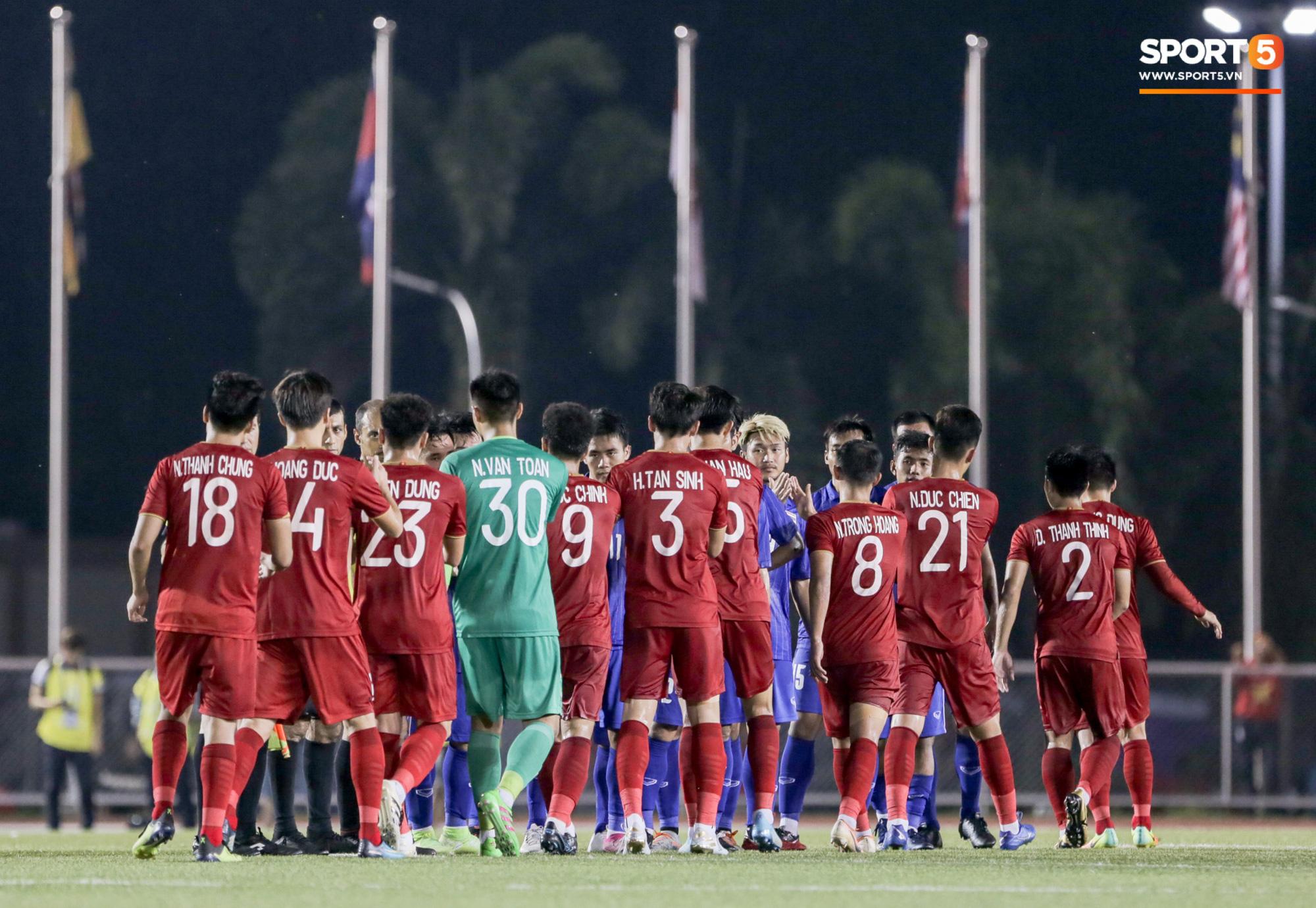 HLV U22 Thái Lan chủ động sang bắt tay thầy Park, hẹn phân thắng bại ở trận tiếp theo sau 3 lần toàn hoà - Ảnh 7.