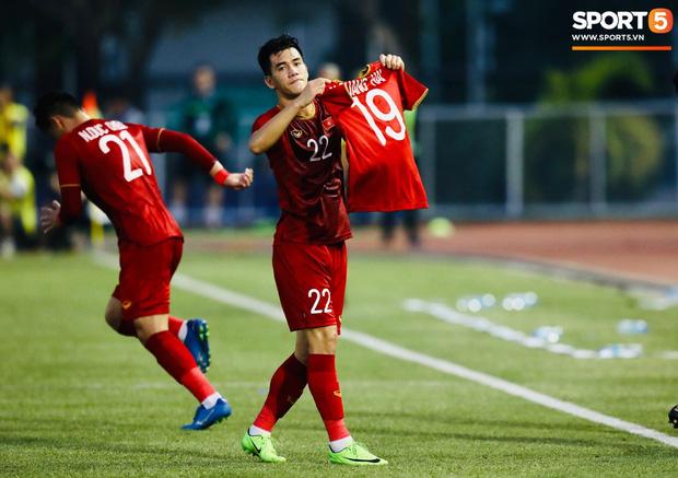 Cho Tiến Linh đá lại phạt đền, trọng tài chính trận Việt Nam - Thái Lan hứng đủ gạch đá của fan Đông Nam Á - Ảnh 1.