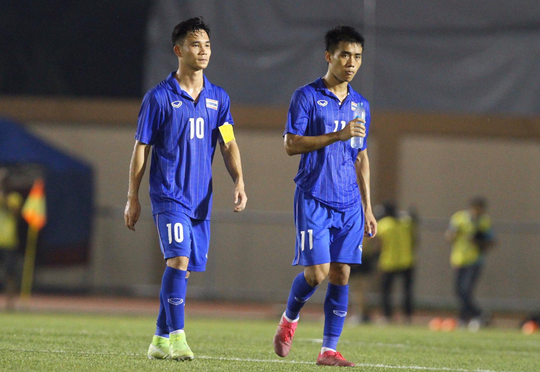 Bị Việt Nam cho về nhà sớm, cầu thủ Thái Lan suy sụp, thất thần, xấu hổ đến mức không dám nhìn các cổ động viên - Ảnh 4.