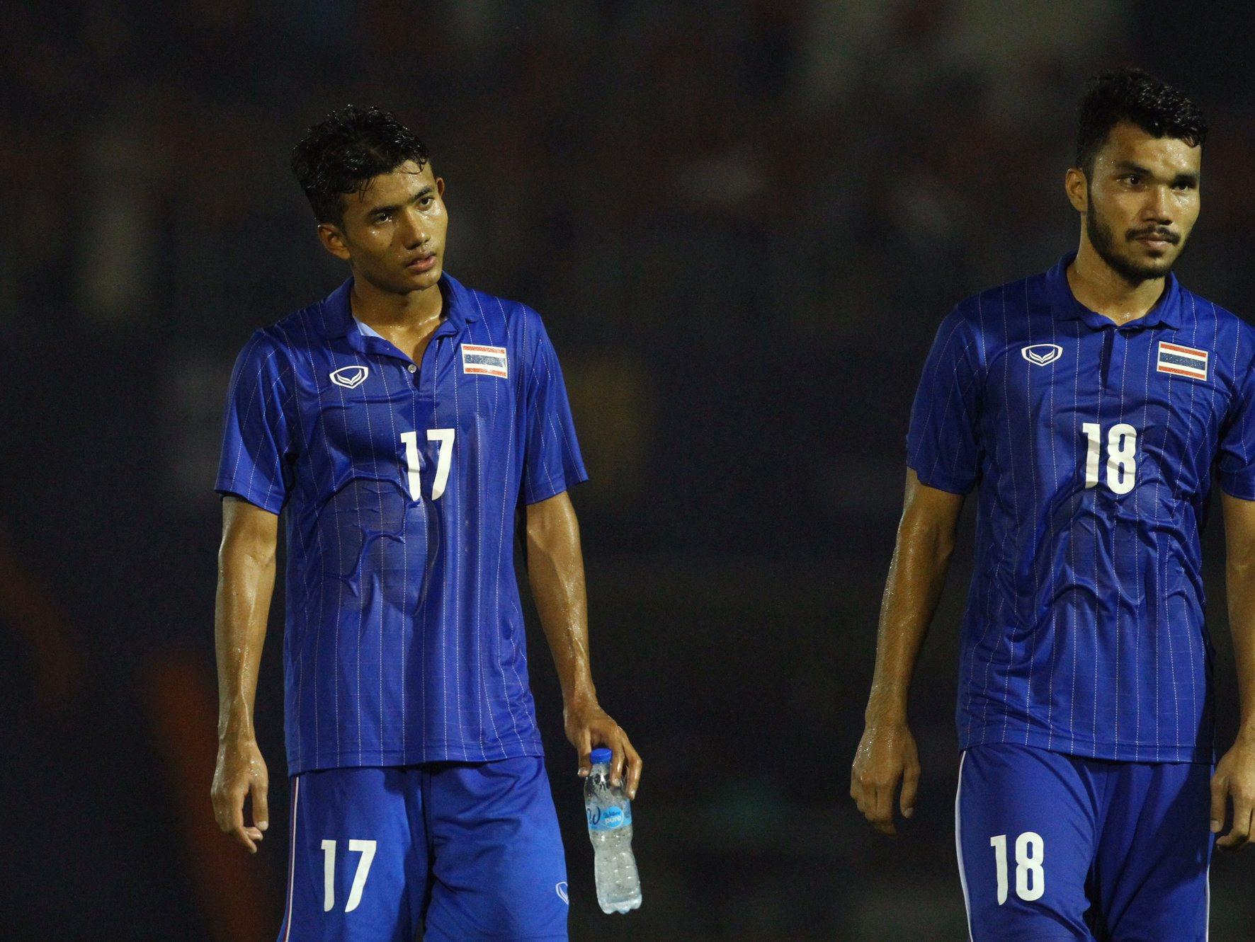 Bị Việt Nam cho về nhà sớm, cầu thủ Thái Lan suy sụp, thất thần, xấu hổ đến mức không dám nhìn các cổ động viên - Ảnh 7.