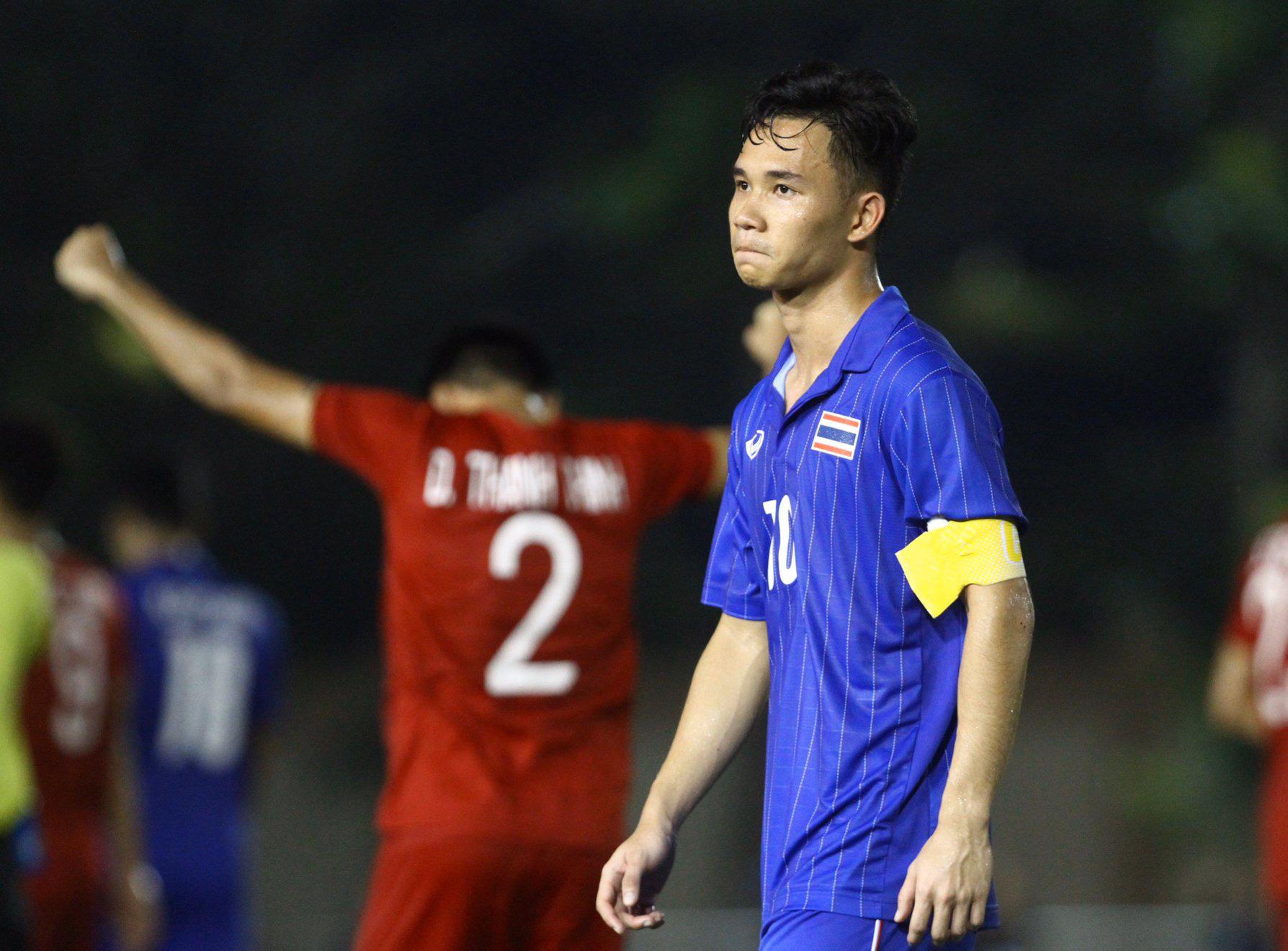 Bị Việt Nam cho về nhà sớm, cầu thủ Thái Lan suy sụp, thất thần, xấu hổ đến mức không dám nhìn các cổ động viên - Ảnh 3.
