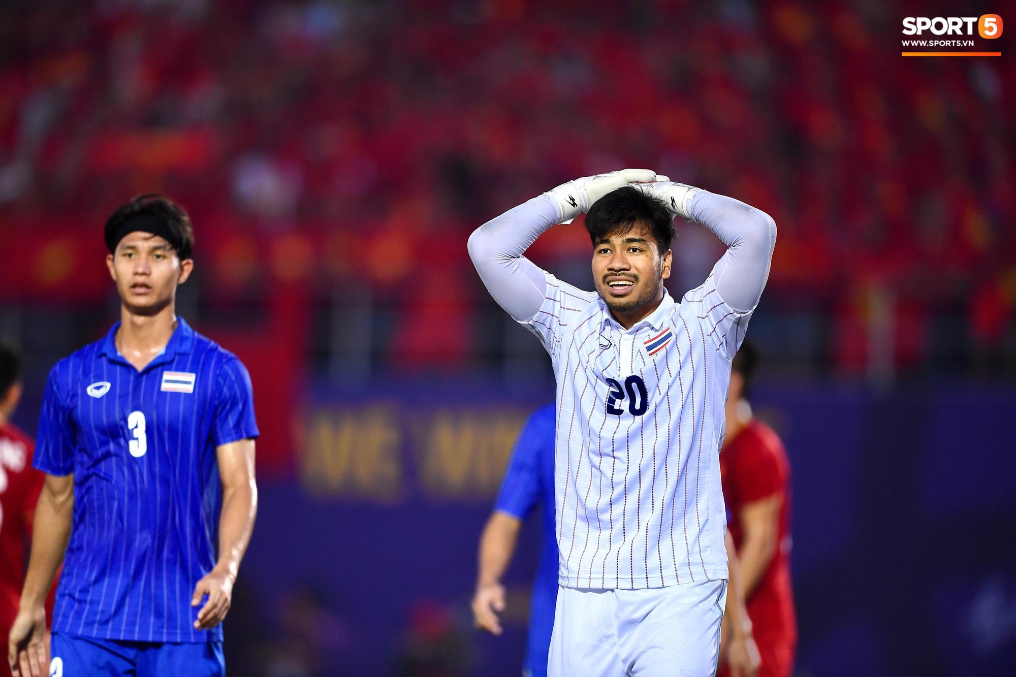 Thủ môn Thái Lan ấm ức về pha đá lại phạt đền trong trận gặp Việt Nam: Trọng tài đã có một quyết định đáng xấu hổ - Ảnh 1.
