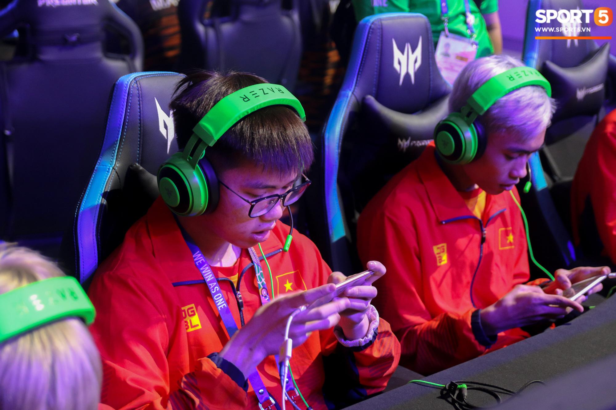 Ngày thi đấu thứ 3 của Esports tại SEA Games 30: Tưởng yên ổn nhưng chủ nhà lại khiến VĐV Việt Nam đau đầu vì sự cố mất mạng, sập nguồn - Ảnh 10.