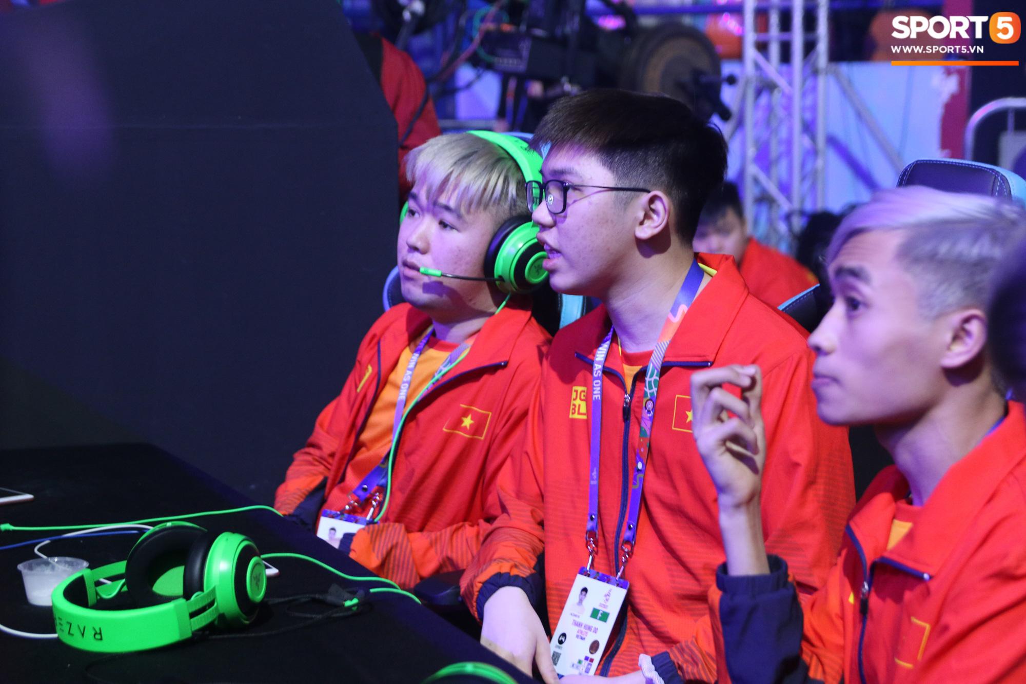 Ngày thi đấu thứ 3 của Esports tại SEA Games 30: Tưởng yên ổn nhưng chủ nhà lại khiến VĐV Việt Nam đau đầu vì sự cố mất mạng, sập nguồn - Ảnh 8.