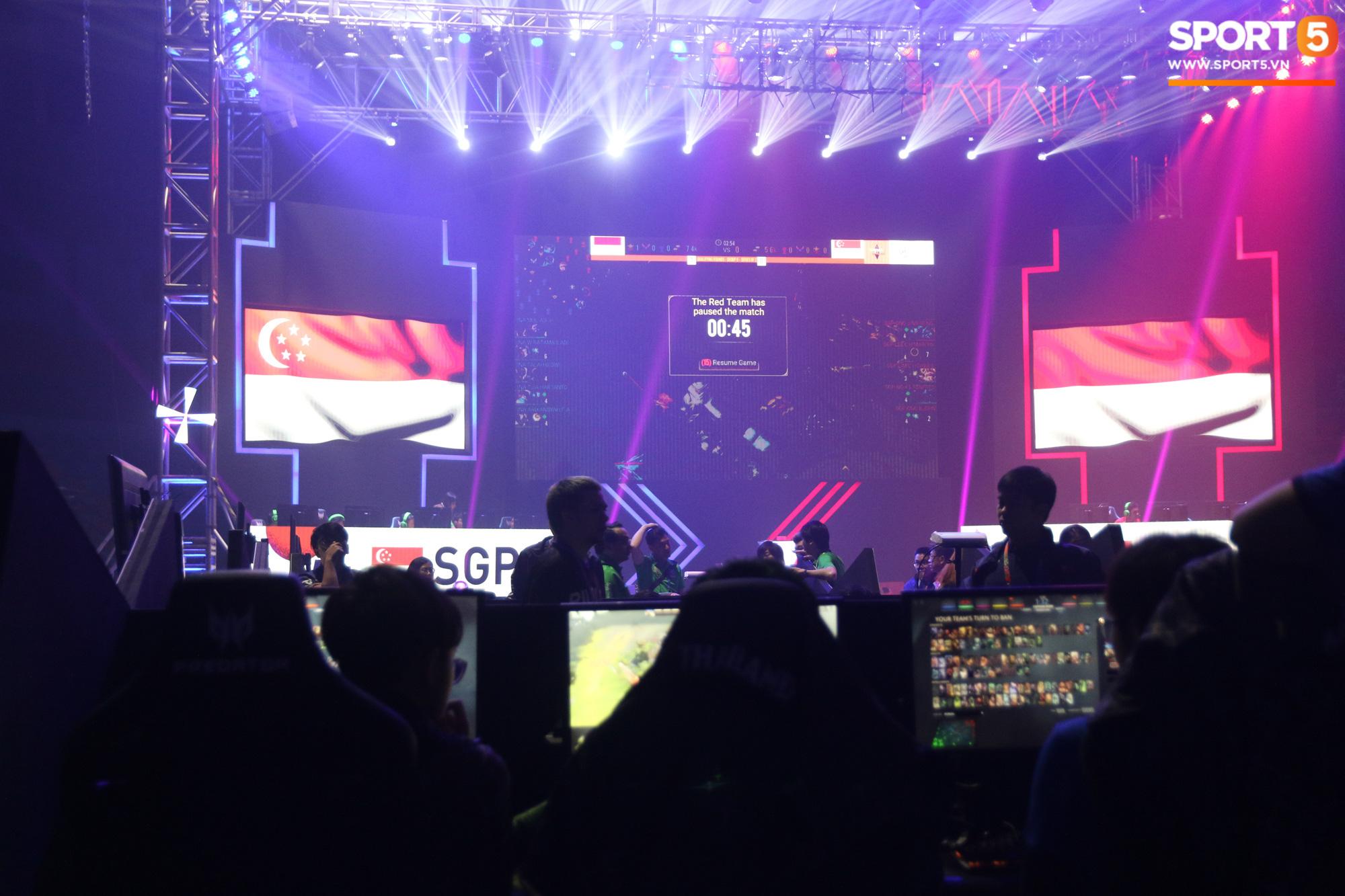 Ngày thi đấu thứ 3 của Esports tại SEA Games 30: Tưởng yên ổn nhưng chủ nhà lại khiến VĐV Việt Nam đau đầu vì sự cố mất mạng, sập nguồn - Ảnh 9.