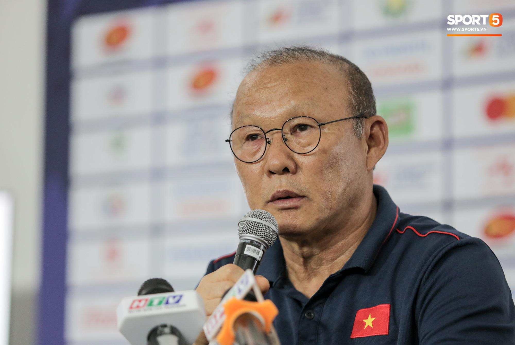 Chuyện giờ mới kể: HLV Park Hang-seo suýt bị cách ly ở U22 Việt Nam trước trận gặp Campuchia - Ảnh 1.