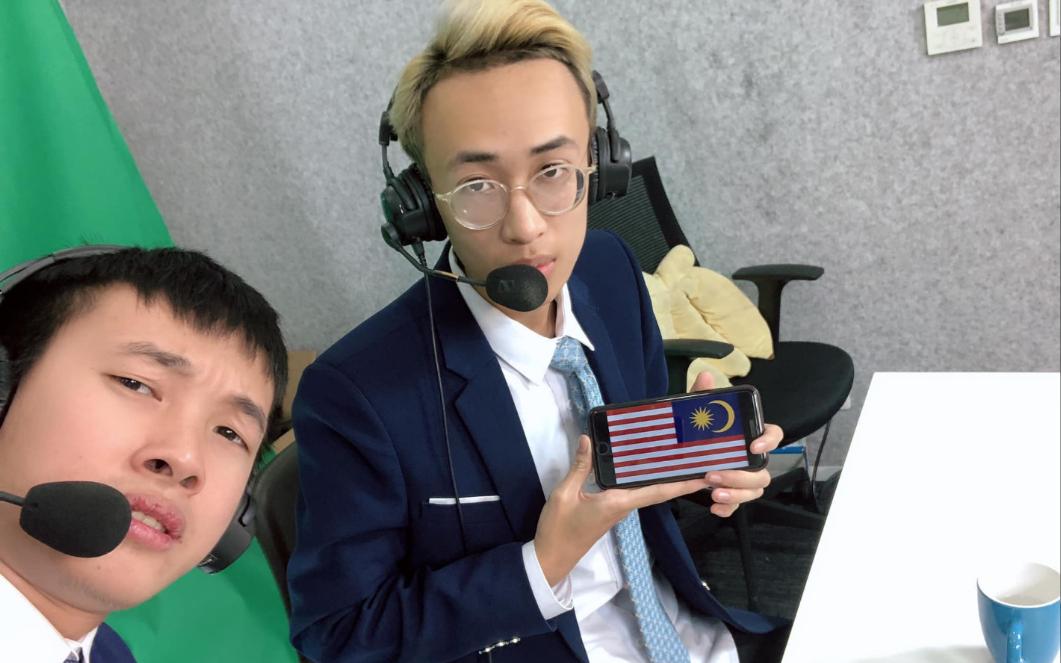 """BLV Huy Popper trở thành """"linh vật"""" chiến thắng giúp tuyển Liên Quân Mobile Việt Nam đánh bại Malaysia ở vòng loại trực tiếp"""