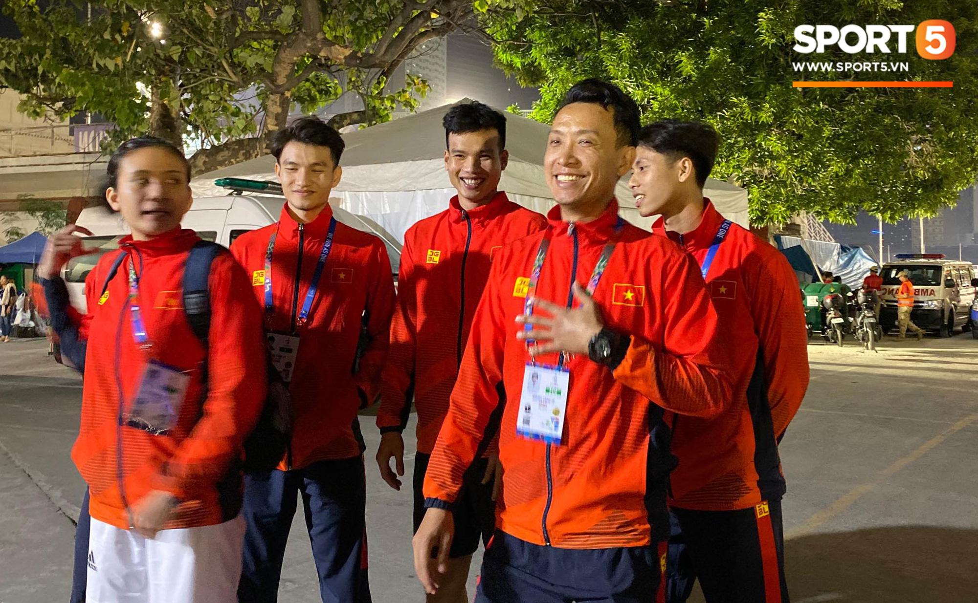 SEA Games ngày 8/12: Nữ hoàng điền kinh Tú Chinh vượt 2 VĐV nhập tịch trong tích tắc, xuất sắc giành HCV chung cuộc - Ảnh 11.
