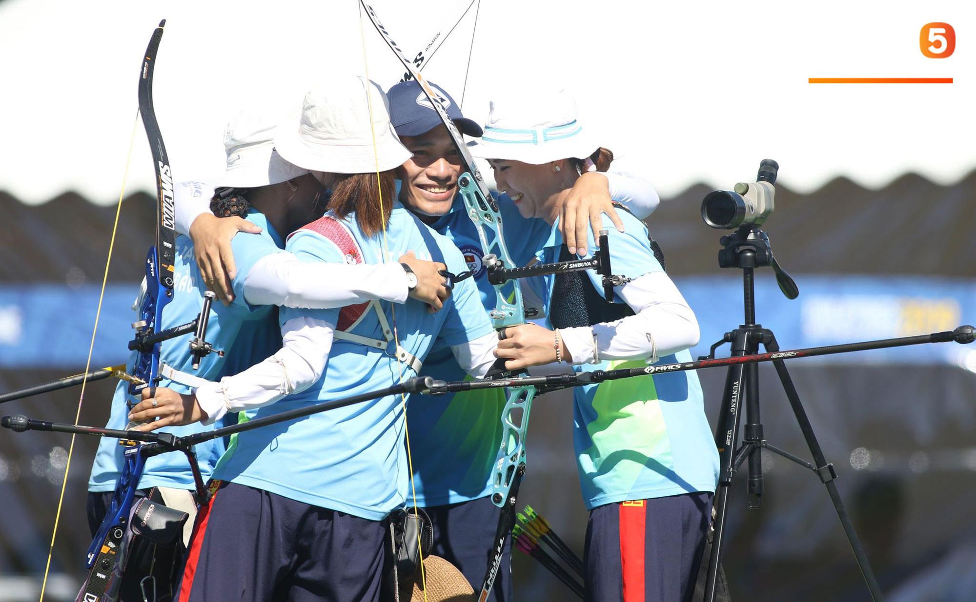 SEA Games ngày 8/12: Nữ hoàng điền kinh Tú Chinh vượt 2 VĐV nhập tịch trong tích tắc, xuất sắc giành HCV chung cuộc - Ảnh 63.