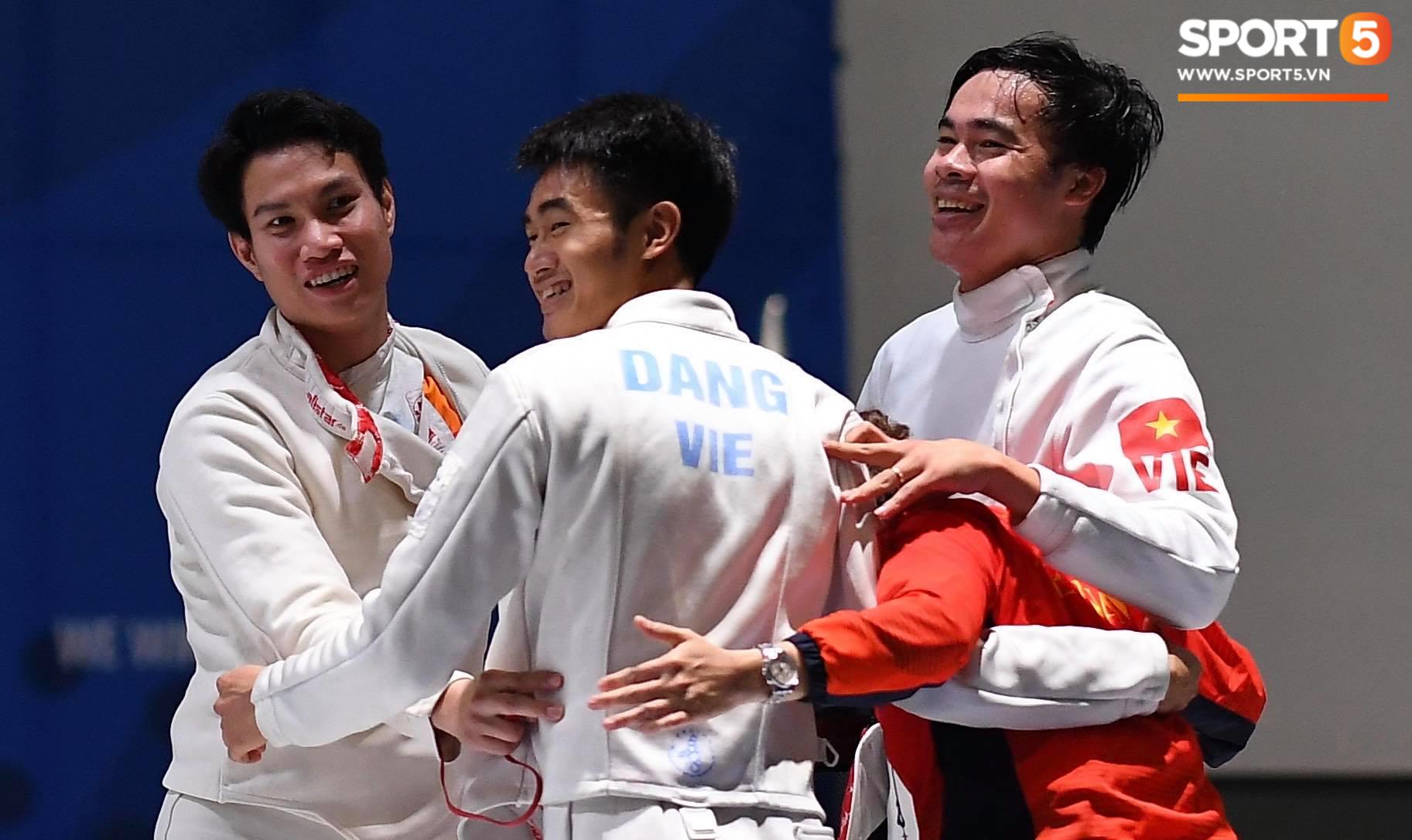 SEA Games ngày 8/12: Nữ hoàng điền kinh Tú Chinh vượt 2 VĐV nhập tịch trong tích tắc, xuất sắc giành HCV chung cuộc - Ảnh 37.