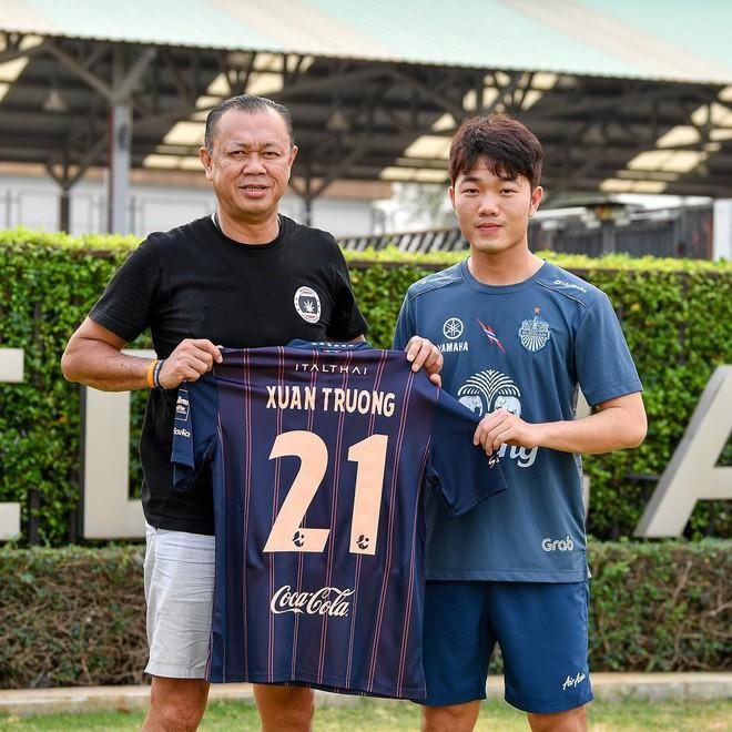Chính thức: Xuân Trường ra mắt đội bóng mới, khoác số áo 21 tại Buriram United - Ảnh 1.