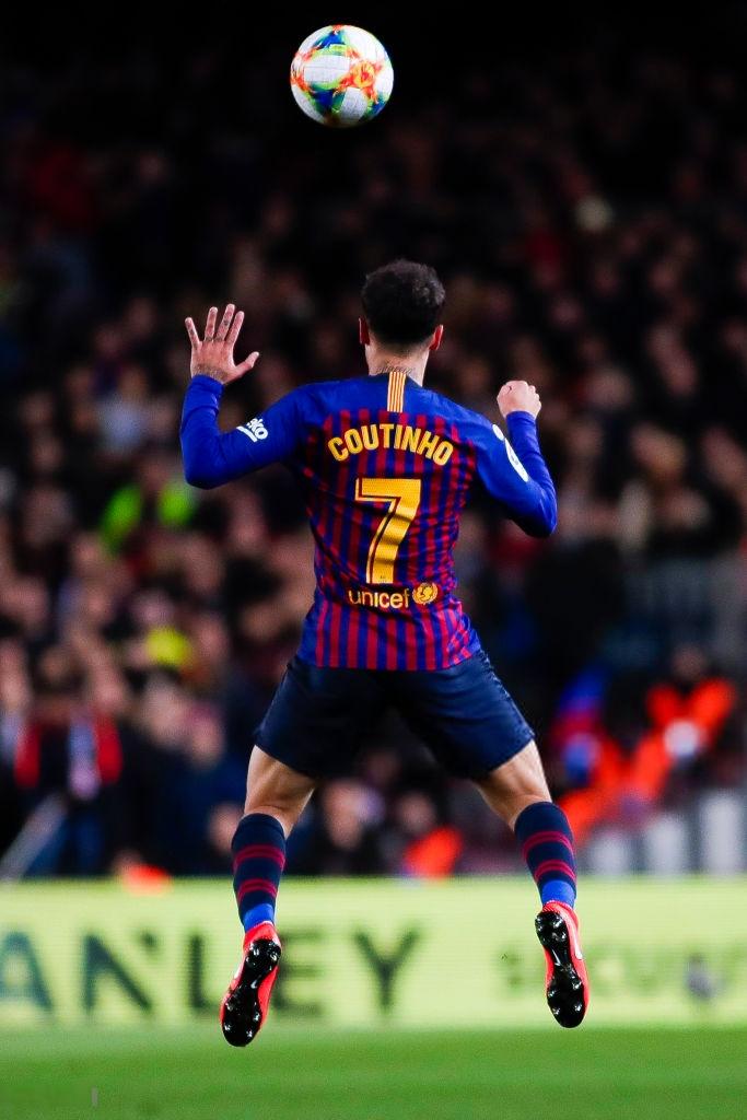Đội bóng của Messi bị cấm mặc áo in chữ Trung Quốc sau lưng - Ảnh 2.