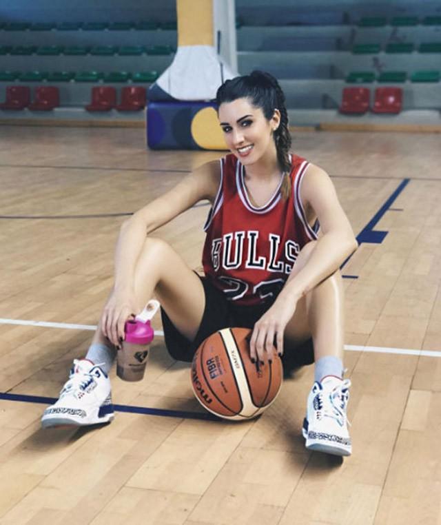 Nữ VĐV bóng rổ nóng bỏng nhất hành tinh: Nếu tôi tham gia chính trị, 2 triệu cử tri sẵn sàng bỏ phiếu cho tôi - Ảnh 7.