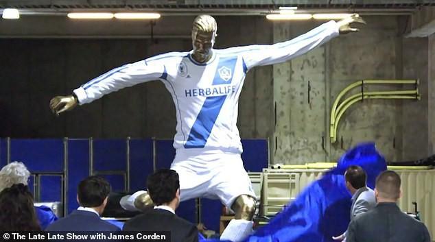 Bị cả ekip trường quay bày trò cực khó đỡ để chọc giận nhưng cách David Beckham phản ứng vẫn khiến các fan phải điêu đứng - Ảnh 4.