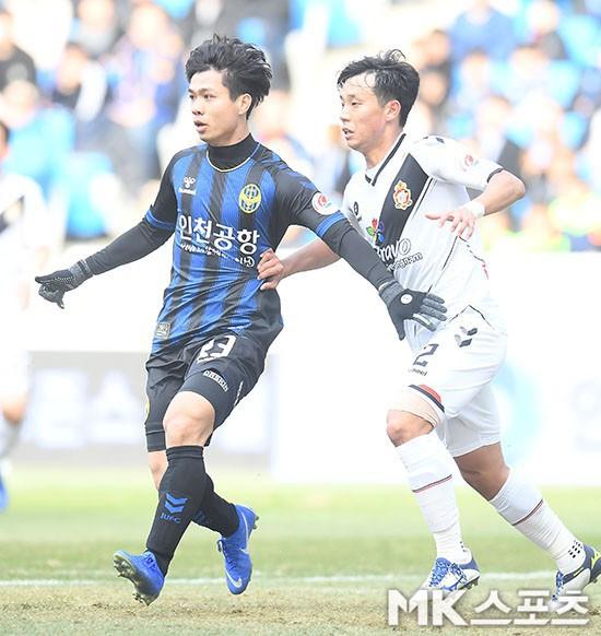 Truyền thông Hàn Quốc sửng sốt với lượt xem video các bàn thắng của Công Phượng - Ảnh 1.
