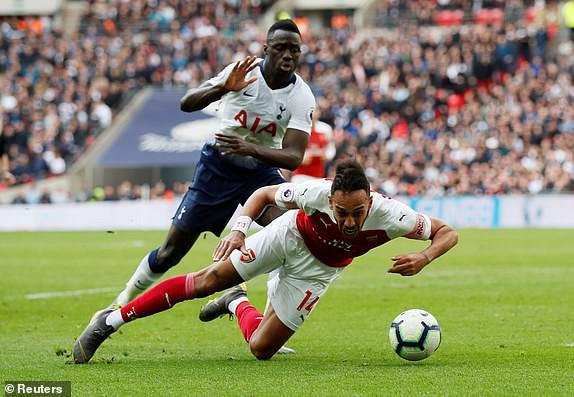 Hai quyết định sai lầm của trọng tài góp phần khiến Arsenal bị chia điểm với Tottenham - Ảnh 1.