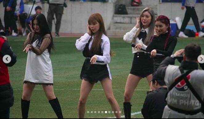 Thiên thần lai Nancy cùng Momoland trình diễn trong trận đầu tiên của đội Công Phượng ở K-League 2019 - Ảnh 3.