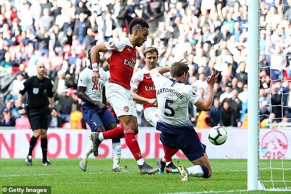 Hai quyết định sai lầm của trọng tài góp phần khiến Arsenal bị chia điểm với Tottenham - Ảnh 3.