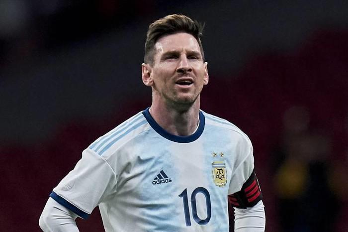 Messi: Con tôi hỏi vì sao người dân Argentina muốn giết bố - Ảnh 1.