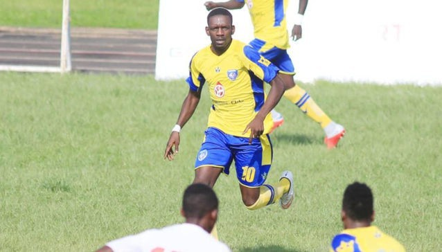 Tiền đạo người Gabon gục chết sau pha tranh chấp với một cầu thủ đối phương - Ảnh 1.