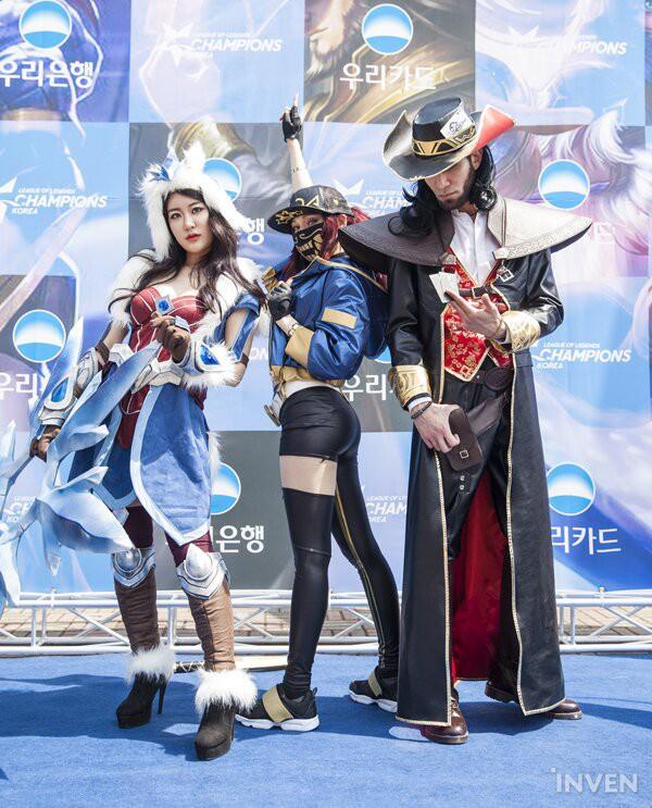 Tưng bừng lễ hội cosplay trước thềm chung kết LCK mùa xuân 2019: Bang hóa thân thành Ezreal khuấy động không khí - Ảnh 8.