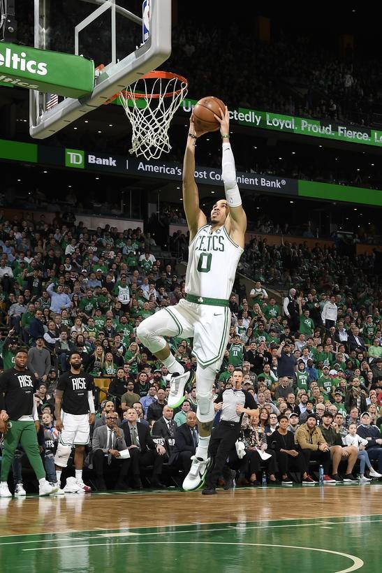Kyrie Irving và Jayson Tatum lên tiếng giúp Celtics lội ngược dòng kịch tính trước Pacers - Ảnh 2.