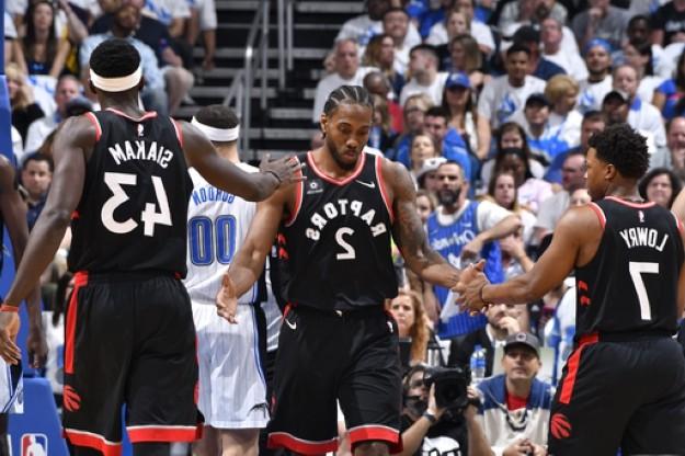 Kawhi Leonard hành hạ Orlando Magic, Raptors chắc suất vòng 2 - Ảnh 1.