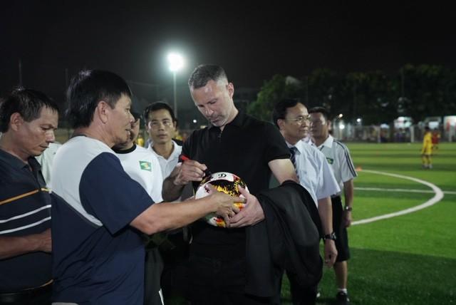 Huyền thoại Manchester United chung tay phát triển bóng đá học đường ở Việt Nam - Ảnh 4.