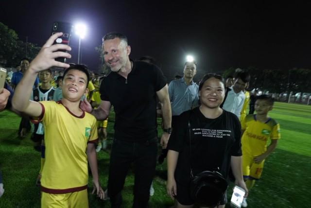 Huyền thoại Manchester United chung tay phát triển bóng đá học đường ở Việt Nam - Ảnh 5.