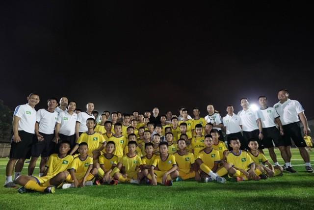 Huyền thoại Manchester United chung tay phát triển bóng đá học đường ở Việt Nam - Ảnh 7.