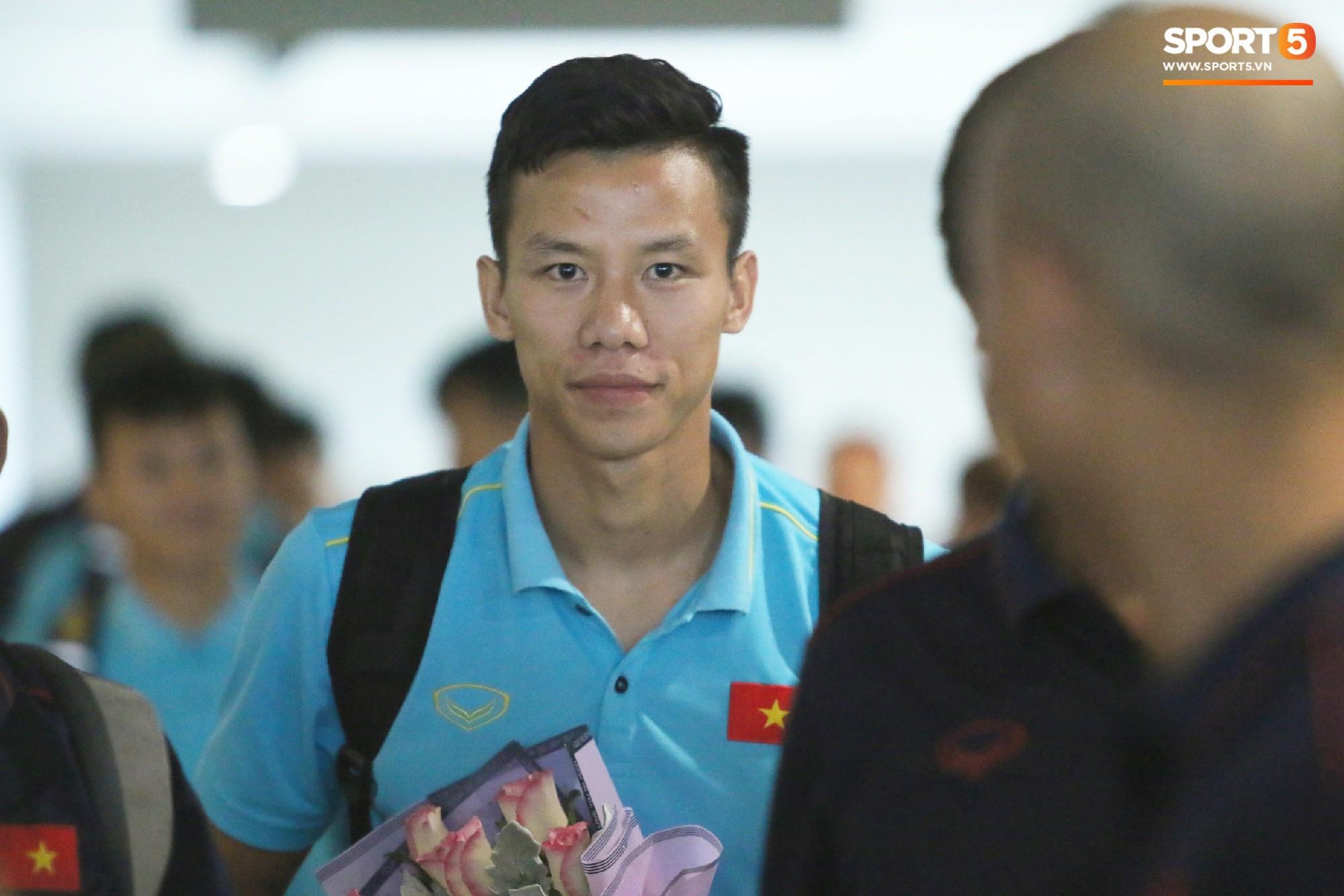 Sau Công Phượng, thêm ba cầu thủ của HAGL đánh lẻ ngay khi về tới Hà Nội - Ảnh 9.