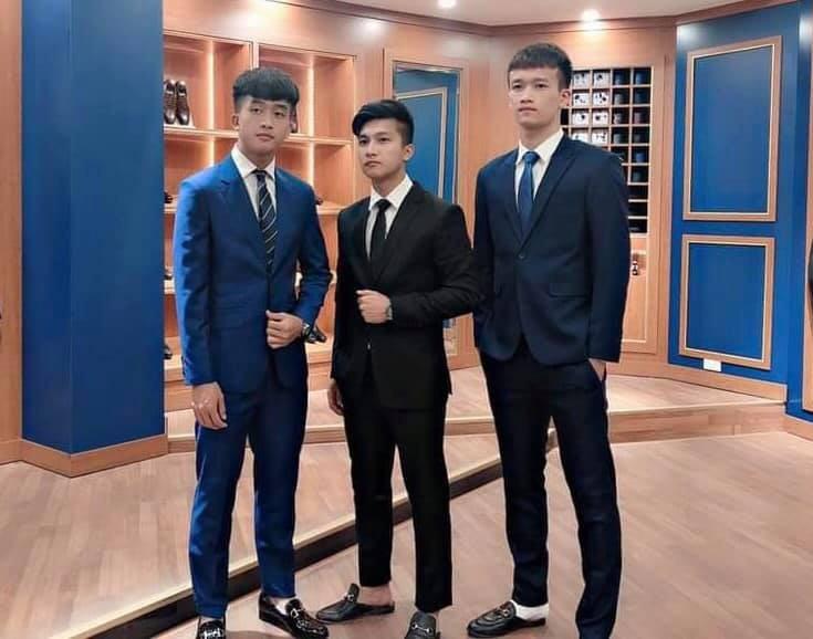 Dàn sao U23 Việt Nam diện suit lịch lãm khiến chị em đứng tim - Ảnh 3.
