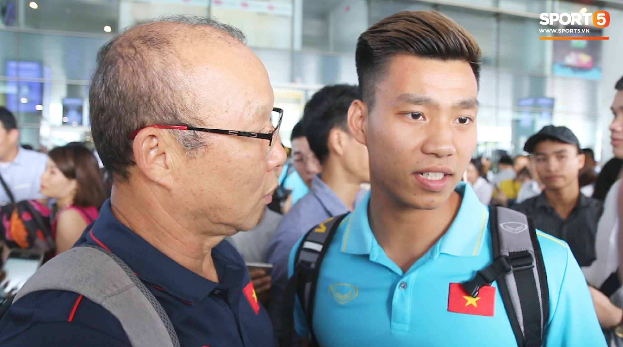 Sau Công Phượng, thêm ba cầu thủ của HAGL đánh lẻ ngay khi về tới Hà Nội - Ảnh 6.