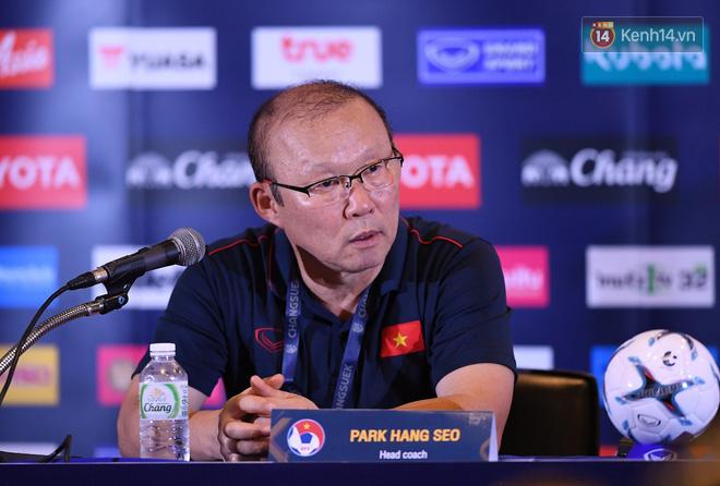 HLV Park Hang-seo ôm đầu tiếc nuối rồi vỡ òa sung sướng sau bàn thắng vàng của Anh Đức - Ảnh 6.