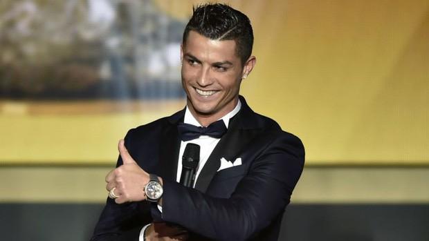 Cười sái hàm với bức ảnh thời trẻ trâu của Ronaldo: Hóa ra, idol của chúng ta đã có bước dậy thì cực kỳ thành công - Ảnh 6.
