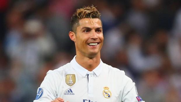 Cười sái hàm với bức ảnh thời trẻ trâu của Ronaldo: Hóa ra, idol của chúng ta đã có bước dậy thì cực kỳ thành công - Ảnh 7.