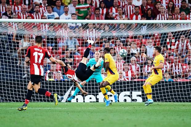 Siêu phẩm tung người cắt kéo phút 89 khiến Barcelona trắng tay trận khai màn La Liga - Ảnh 5.