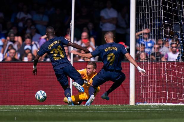 Đương kim Quả bóng vàng chơi khó đồng đội nhưng Real vẫn thắng tưng bừng nhờ 2 siêu phẩm khiến người xem phải trầm trồ - Ảnh 3.