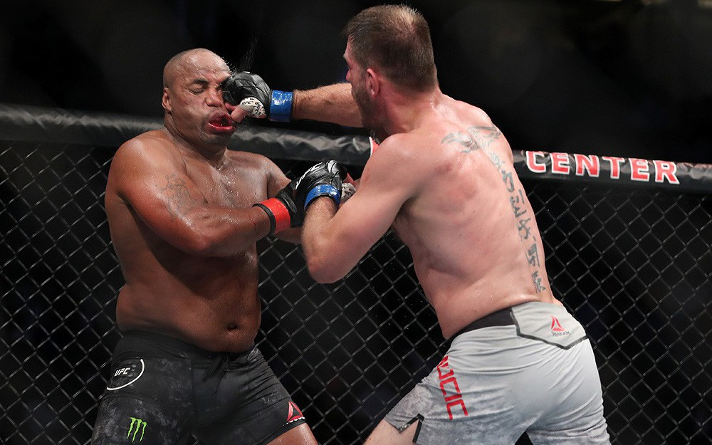 UFC 241: Nhà vô địch Cormier mất đai, cậu anh nhà Diaz trở lại ấn tượng sau 3 năm vắng bóng