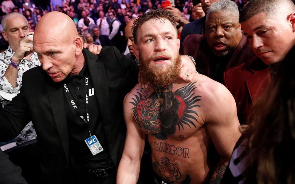 """Sau thời gian dài im ắng, cuối cùng """"Gã điên"""" Conor McGregor đã phải cúi đầu nhận sai vì hành hung người cao tuổi"""
